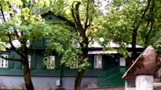 jewish museum vilnius - GREEN WOODEN HUT