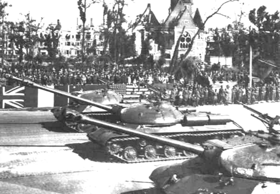 war_soviet_IS3_122_sept_1945_berlin