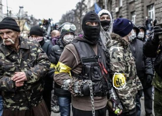 Ucrania black bloc armado para manifestacao